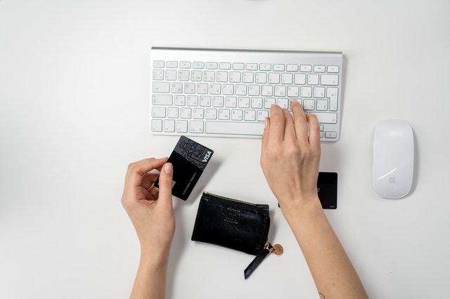 """6 Conseils pour vous éviter de dépenser une """"fortune"""" pour la création d'un bon site web professionnel"""